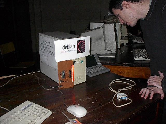 i003  Debian  Leds