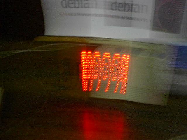 i004  Debian  Leds  en  Movimiento